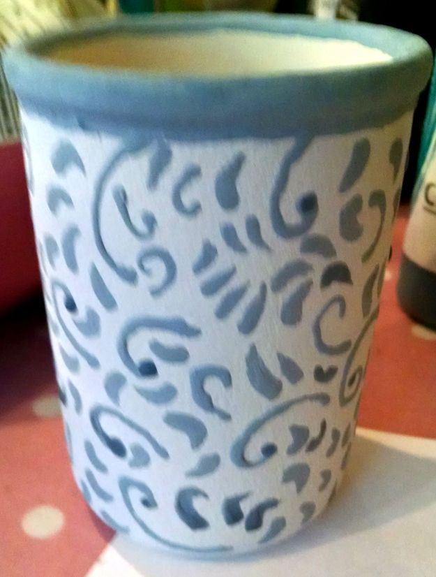 blurry picture of pen pot pre kiln
