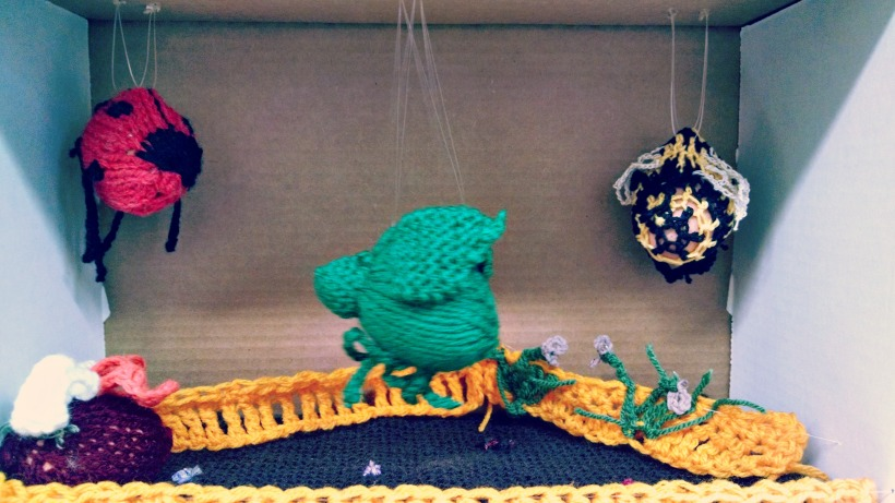 knitted easter display on hshandcrafts